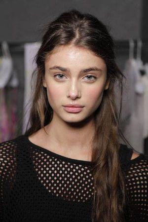 brunette mit braunen augen bj