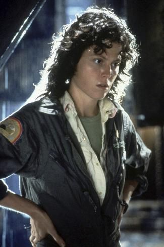 Photo: Alien, 1979 directed by Ridley Scott with Sigourney Weaver (photo) : 36x24in