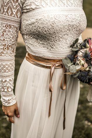 Zweiteiler Zur Hochzeit Mit Spitzen Body Und Midi Rock In Ivory Zweiteiler Kleider Mode