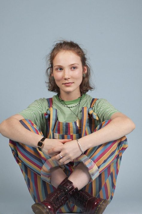 Hey, welcome to Lucy & Yak! We are known for our cord and cotton dungarees, organic cotton and limited edition prints. Hippie Outfits, Retro Outfits, Cool Outfits, Fashion Outfits, Queer Fashion, Quirky Fashion, Fashion Hacks, Vintage Fashion, Mode Emo