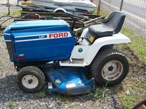 Ford Lgt 165 Lawn And Garden Tractor W 42 Mower Deck Lawn And Garden Garden Tractor Lawn Tractor