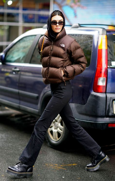 Kendall Jenner's Go-To Winter Coat Is a Style Everyone Owned.- Kendall Jenner's Go-To Winter Coat Is a Style Everyone Owned in the - Kendall Jenner Outfits, Kendall Jenner Estilo, Kendall Jenner Workout, Kendall Jenner Selfie, Kendall Jenner Runway, Kendall Jenner Modeling, Bella Hadid Outfits, Winter Mode Outfits, Winter Fashion Outfits
