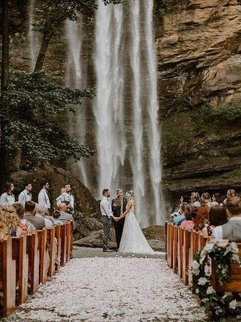 20 Dreamy Mountain Wedding Photo Ideas
