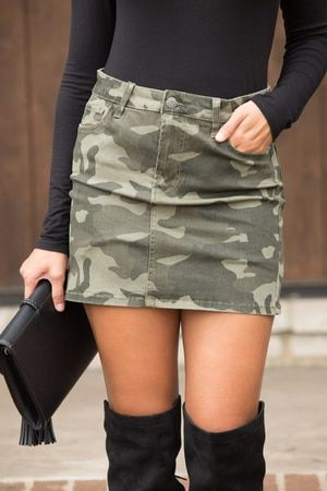This gorgeous mini-skirt is such a trendy look!