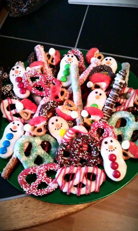 Another Pinners' Christmas chocolate covered pretzel tray! This is so cute!