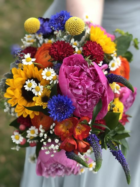 #springwedding #springflowers #springweddingflowerideas #springweddingflowers #springweddingcolors #colorfulbouquet #weddingbouquet #sunflower #roses #wildflower #summerwedding #weddingcolorideas #njbride #njflorist #golfcoursewedding #ronjaworskiweddings #blueheronweddings #coastalwedding #bohowedding #woodsywedding #vibrantflowers #weddingparty #bohoweddingideas #springdecorideas #weddingflowerinspiration #weddingflowercolors #flowergoals #pink #red #purple #daisy F: The Flower Bar