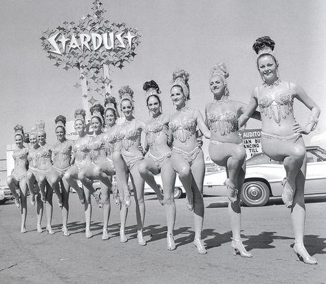 Vintage Vegas Showgirls outside the Stardust Casino Vegas #SunOrSinCity