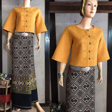 Thai Fashion, Kimono Fashion, Fashion Dresses, Myanmar Traditional Dress, Traditional Dresses, Myanmar Dress Design, Thai Dress, Batik Dress, Thai Style