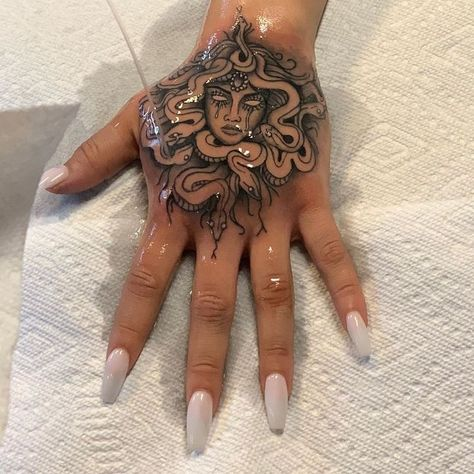"Tattoo & Piercing Studio Auf Instagram: ""💦 The Wet #handtattoo #medusa #tatt … #tattoos #ale"