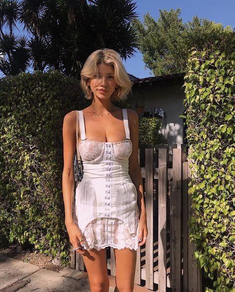 White Corset Dress, Corset Outfit, Purple Corset, Corset Dresses, Short Corset Dress, Lingerie Vintage, Mode Vintage, Mode Style, Fashion Outfits