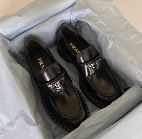 Sneakers Mode, Sneakers Fashion, Fashion Shoes, Ysl Heels, Aesthetic Shoes, Hype Shoes, Black Leather Loafers, Prada Shoes, Dream Shoes