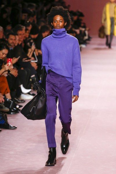 The complete Berluti Fall 2018 Menswear fashion show now on Vogue Runway.