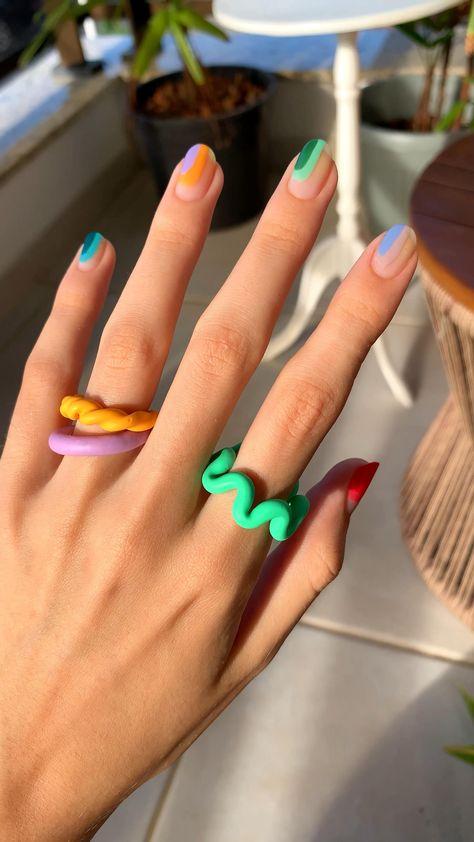 Nail art e chuncky rings 💛 #aesthetic #nails #nailart #nailideas #nailtutorial #tutorial #unhasbrasil #chunky #chunkyring #rings #colorful #colorfulnails #minimalist #unhaminimalista #minimalistnails