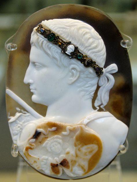 Commesso cameo; via The Culture Concept (http://www.thecultureconcept.com/circle/love-jewellery-romantics-to-retro-pt-4).  In search of credits.