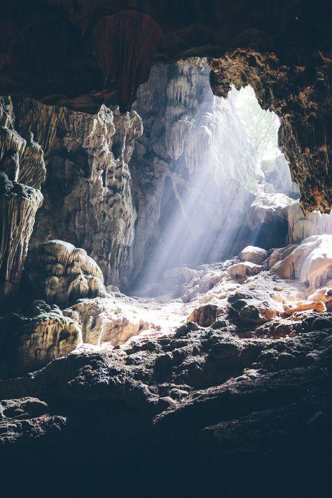 Cave in Ha Long Bay, Vietnam Beautiful World, Beautiful Places, Landscape Photography, Nature Photography, Inspiration Artistique, Ha Long Bay, Fantasy Landscape, Natural Wonders, Amazing Nature