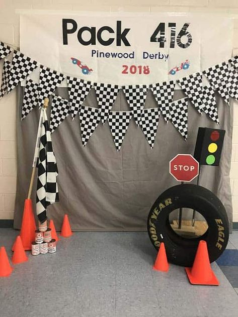 cub scouts Find over 25 Pinewood Derby photo booth ideas in this post! From simple to elaborate, you're sure to find the perfect photo background for your pack. Race Car Birthday, Cars Birthday Parties, Cub Scout Activities, Fun Activities, Cub Scouts, Girl Scouts, Scout Mom, Grand Prix, Race Car Themes
