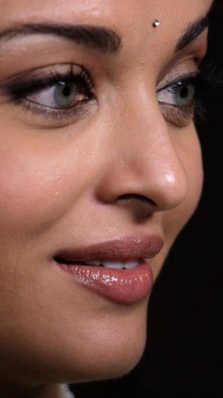 Aishwarya Rai Ringtones And Wallpapers Free By Zedge Indian Eyes Beautiful Girl Indian Indian Actress Images