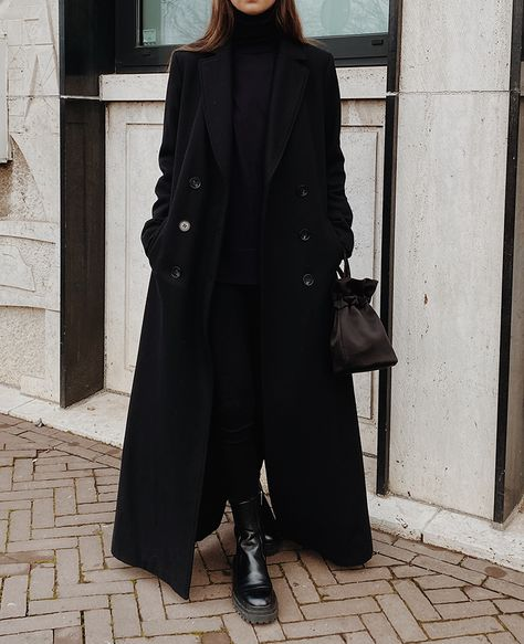 All Black Stylein Long Black Coat , COS Stores Wool Turtleneck, Citizens of Humanity Chrissy High Rise Skinny Jeans , Zara Leather Boots, Moye Store Silk Bag Winter Fashion Outfits, Winter Outfits, Autumn Fashion, Fashion Weeks, Winter Clothes Women, Fashion Clothes, Summer Outfits, Black Girl Fashion, Look Fashion