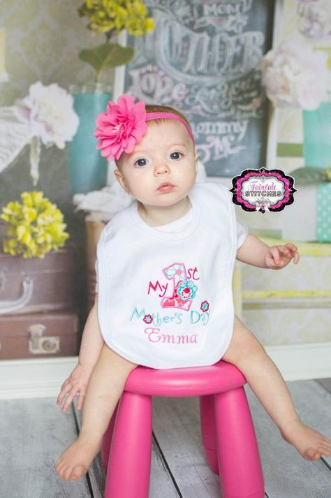 My First Mother's Day, First Mother's Day, Holiday Bib, Baby Shower Gift, Mother's Day Gift