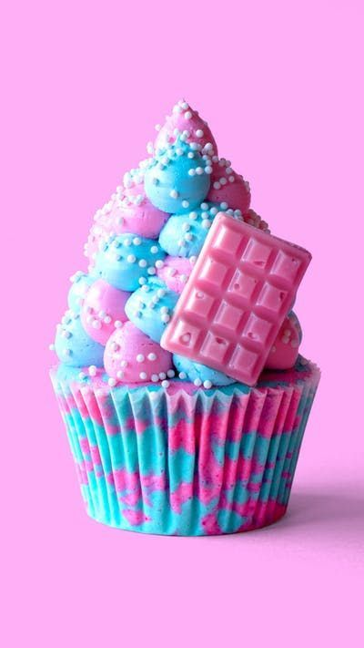 You'll be on candy cloud nine with these playful and delicious cotton candy cupcakes.