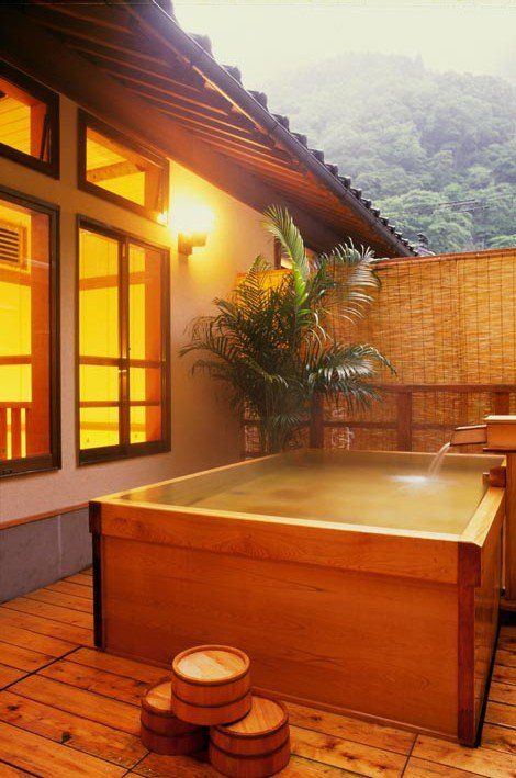 Encased wooden Japanese hot tub...for outside the perfect tiny home. Would be great in a HOT environment but you'd need a pump or chemicals for circulation against bacteria....hmmm, something to think about.