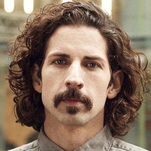 20 Estilos De Bigote Y Como Lograr Los Looks Peinados Faciles Mustache Styles Beard Styles Long Hair Beard