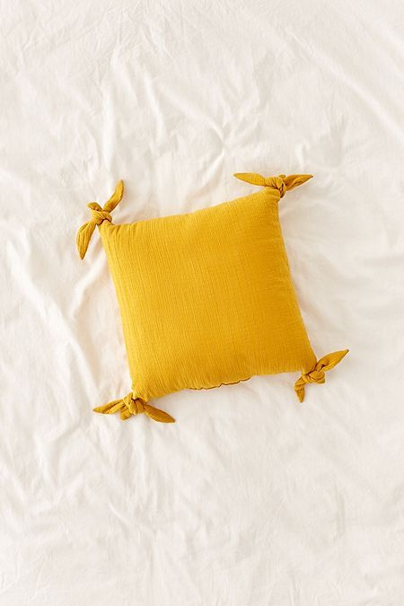 Knotted Ties Throw Pillow | Coussin