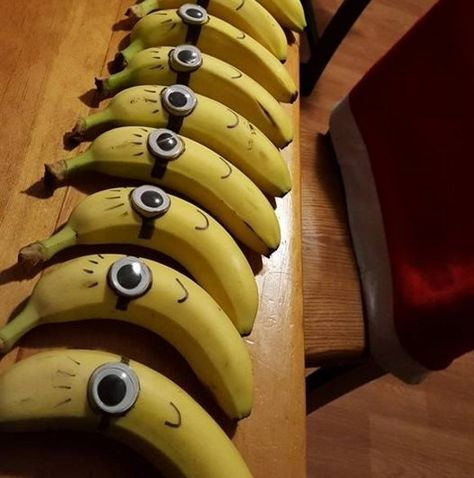 Easy Minion Despicable Me bananas - googly eye and a sharpie. Natalie Bernard Easy Minion Despicable Me bananas – googly eye and a sharpie. Easy Minion Despicable Me bananas – googly eye and a sharpie. Class Snacks, School Snacks For Kids, Preschool Snacks, School Treats, School Party Snacks, Pre School Snack Ideas, Healthy Birthday Snacks, Healthy Classroom Snacks, School Snacks For Kindergarten