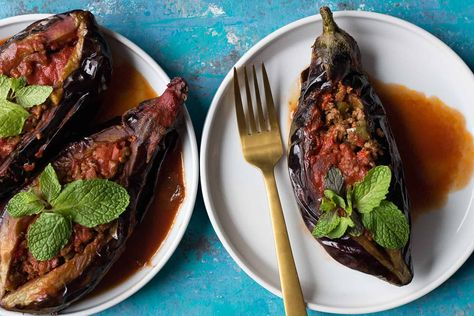 Karniyarik is a classic Turkish stuffed eggplant recipe. Delicious eggplants are stuffed with a tasty ground beef, pepper and tomatoes filling and are baked to perfection.This is a gluten free Mediterranean eggplant recipe that's packed with so much flavor! #eggplantrecipe #mediterraneandiet #stuffedeggplant #turkishrecipe #turkishfood