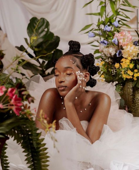 Photoshoot Concept, Photoshoot Themes, Photographie Portrait Inspiration, Black Girl Aesthetic, Brown Skin Girls, Summer Skin, My Black Is Beautiful, Black Girl Magic, Natural Hair Styles