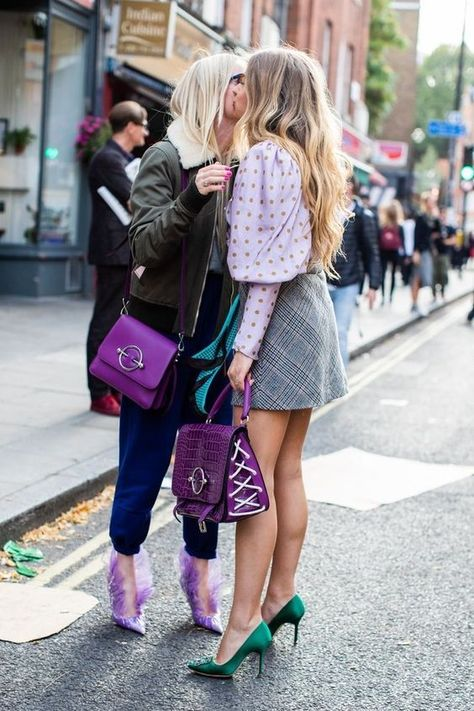 style at London Spring/Summer 2019 Fashion Week Street style at London Spring/Summer 2019 Fashion WeekOnStyle OnStyle (Korean: 온 스타일; RR: On Seutail) is a South Korean cable and satellite television channel owned by CJ E&M.