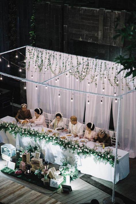 An artistic couples wedding in cirebon and bandung 010 an artistic couples wedding in cirebon and bandung 010 dekorasi perkawinan pinterest cirebon bandung and unique weddings junglespirit Gallery