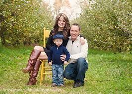 family of three photo poses | family of 3 poses - Google Search | Photo Ideas
