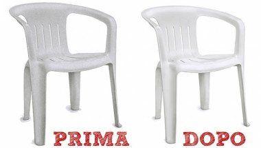 Sedie Plastica Per Giardino.Le Sedie Di Plastica E Il Tavolo Da Giardino Sembrano Ormai Da