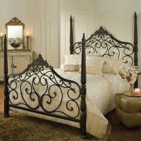 Hillsdale Furniture Parkwood Black Gold Queen 4 Poster Bed Queen