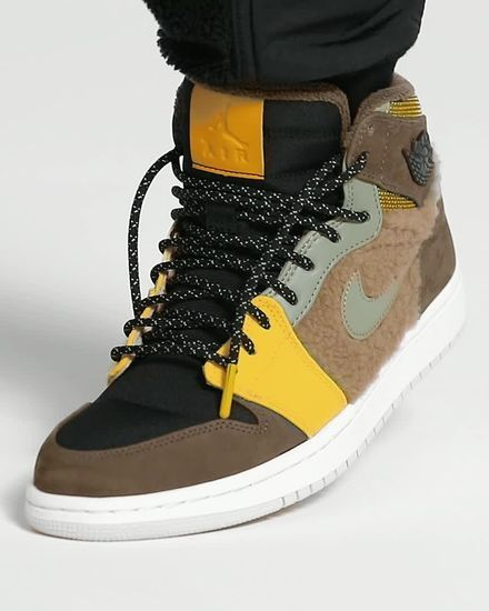 Air Jordan 1 Retro High Premium Utility Women's Shoe. Nike