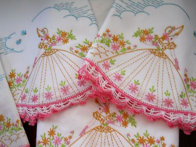 "Fairway Stamped Ruffled Edge Pillowcases 30/""X20/"" 2//Pkg-Umbrella Lady"