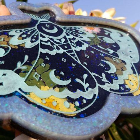#resin #smallbusiness #resindiy #nature #handmade #vanitytray #decor #housedecor #roomdecor #moth #mothlovers #resindecor #nature #naturedecor #moongoddess #art #resinart