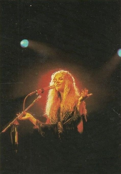Stevie Nicks photographed at a Fleetwood Mac concert in 1978 The Wicked The Divine, Stevie Nicks Fleetwood Mac, Stevie Nicks 70s, Stevie Nicks Concert, 70s Aesthetic, Hippie Vibes, My Sun And Stars, Look Vintage, Vintage Hippie