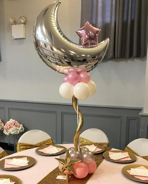 Twinkle Twinkle centerpieces ✨ swipe to see color rotation 😊 • • • ✨Balloons by me ✨Linens and welcome cards by @sweet_designs_by_cecilia