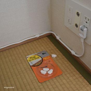 お部屋がスッキリ見違える 配線コードまわり を上手に整える 13 のアイデア キナリノ インテリア 収納 配線隠し アイデア