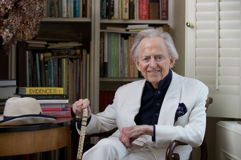 Tom Wolfe, Author and Satirist of American Culture, Dies at