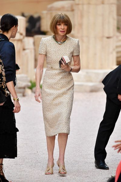 Anna Wintour Photos - Anna Wintour attends the 'Chanel Cruise Collection' at Grand Palais on May 2017 in Paris, France.