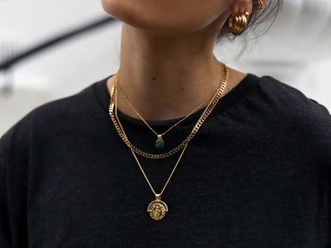 Blue sparkly pet necklace - Cat necklace - Dog necklace - Pet jewelry - Blue necklace for pets. Cat Necklace, Blue Necklace, Necklace Set, Layered Gold Necklaces, Layered Jewelry, Cute Jewelry, Jewelry Accessories, Jewelry Necklaces, Geode Jewelry