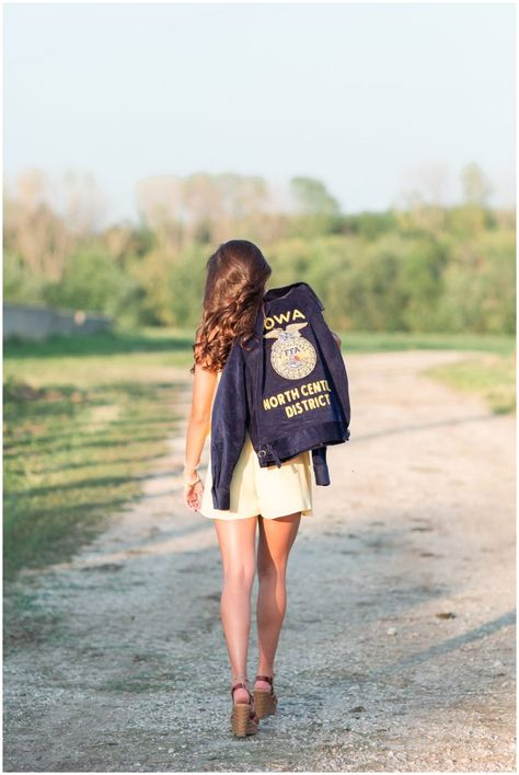 photographer picture senior jackie studio ideas class 2020 iowa ffa llc of cb FFA senior picture ideas Jackie Class of 2020 Iowa Senior Photographer CB Studio LLCYou can find Senior picture poses and more on our website Horse Senior Pictures, Summer Senior Pictures, Unique Senior Pictures, Country Senior Pictures, Photography Senior Pictures, Senior Photos Girls, Senior Girls, Blink Photography, Friend Senior Pictures