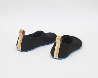 6e4e67a221eea Felted slippers - black slippers for women - Woolen clogs - Felted ...