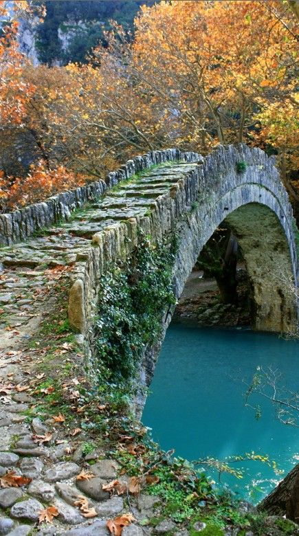 Kleidoniavitsas Bridge a lovely footbridge in Ioannina, Epirus, Hellas. The bridge Kleidoniavitsas was built in 1853 from Baltzik or Malik Khanum Pasha and resulted 37000 piastres. bridge from the successful integration of a beautiful. Old Bridges, Belle Photo, Wonders Of The World, Places To See, Paths, Beautiful Places, Romantic Places, Beautiful Beautiful, Beautiful Pictures