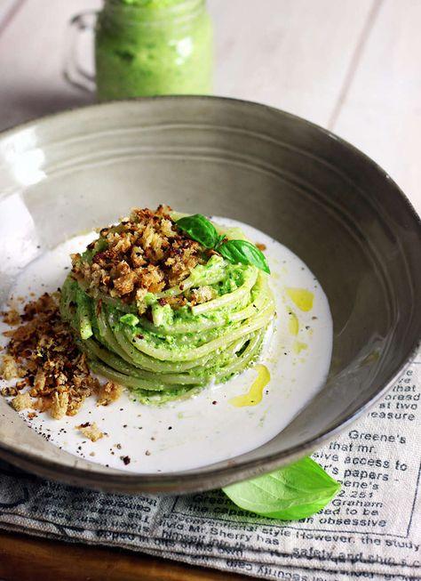 Pasta al pesto di zucchine su crema di mozzarella - Cucina Naturale