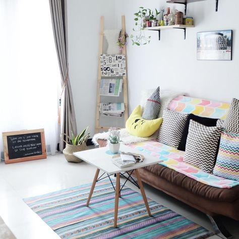 dekorasi ruang tamu dengan tempat koran yang unik | ruang