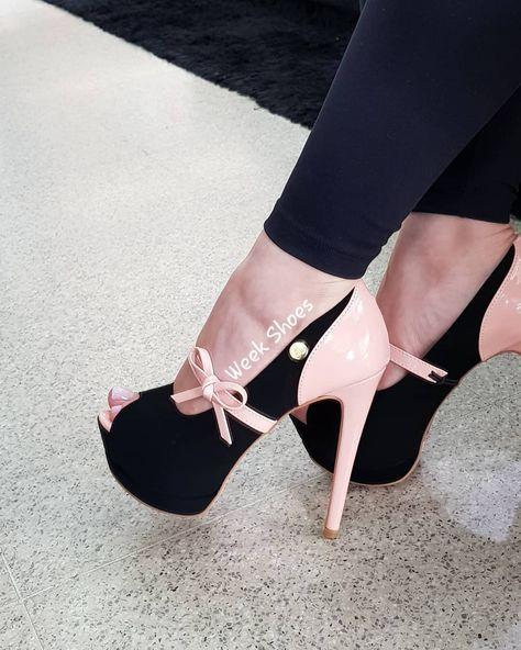 a00a30a5b 👠Peep toe salto alto meia pata 13cm, PRETO/ROSÊ com solado FLORAL.